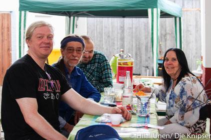 Essen und Getränke stand für die Gäste bereit auf dem Tisch