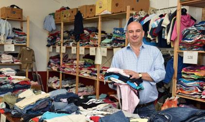 Kleiderhallenkoordinator Bart Wolters. Foto: Stefan Fries