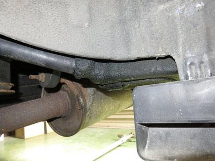 E51 エルグランド エアコンガス漏れ 修理