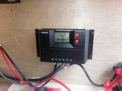 200系 ハイエース サブバッテリー ソーラーパネル設置
