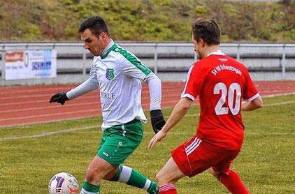 Matteo Monetta (links) war mit seinen beiden Toren in den letzten 20 Minuten der Partie der Matchwinner für Viernheim. © Nix