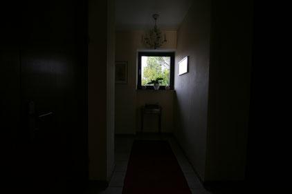 Immobilienfoto: Zu dunkles Foto eines Flures