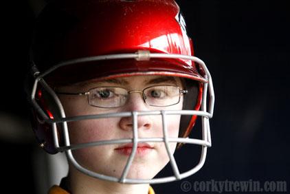Nella foto un ragazzo indossa il caschetto con la protezione (Foto Corky Trewin)