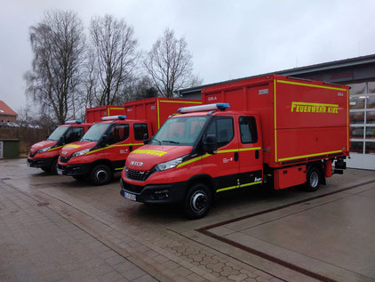 Im Vordergrund befindet sich der neue Gerätewagen der Feuerwehr Wellsee