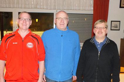 Die Berichte von Abteilungsleiter Martin Stockhofe, Geschäftsführer Jürgen Sickau und Kassierer Egbert Papendick (von links) fanden allgemeine Zustimmung, Foto Guido Tusch.