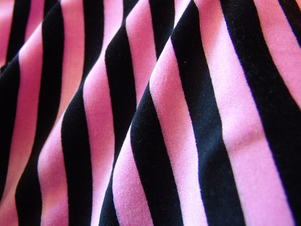 Nickystoff rosa-schwarz gestreift