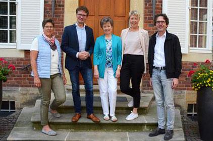 Carsten Wellbrock (2. von links) wurde von den Vorstandsmitgliedern Anja Ruffer, Sigrid Hochstrat, Hildegard Schröder und Pfarrer Bernd Hante als Geistlicher Begleiter(von links) verabschiedet