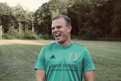 Marvin Möller hat gut lachen, nach seinem 3er-Pack ist das ATSV-Spiel vergessen