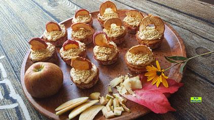 Rezeptvorschau auf ein Backrezept aus Dinkel-Dreams 3 für selbstgebacken Apfel-Marzipan-Cupcakes mit Honig-Zimt-Creme