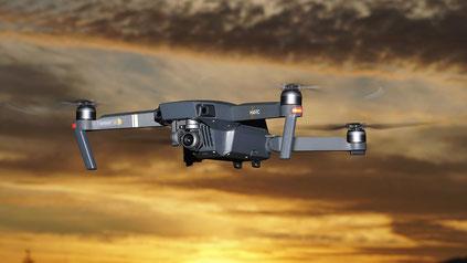 La vidéo par drone réprésente une valeur ajoutée non-négligéable en terme de marketing pour une agence immobilière.