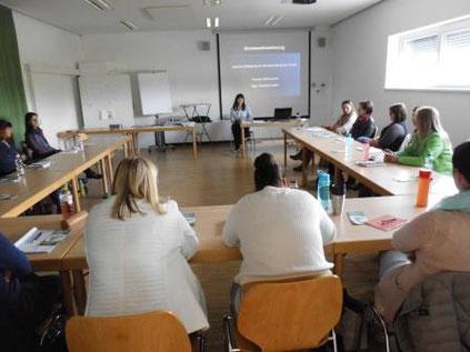 """Seminar: """"Sinneswahrnehmung"""" als Fortbildung für KindergartenpädagogInnen mit Roswitha Hafen durch das Land Steiermark"""