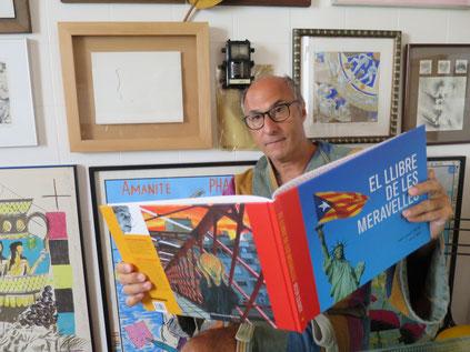 Vicenç Altaió. A casa seva, 10 de setembre. Mig nu, com a ell li agrada. «Aquest llibre té tots els ingredient per ser un best-seller»