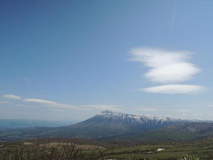 標高約1300mの展望所から望む岩手山!最高です!!頂上近くの見返峠まではあと少し。