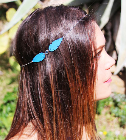 sarayana, création bijoux, bijoux de tête, headband, bijoux cuir, headband cuir, bijoux bleu électrique, headband plume, bijoux hippie chic,
