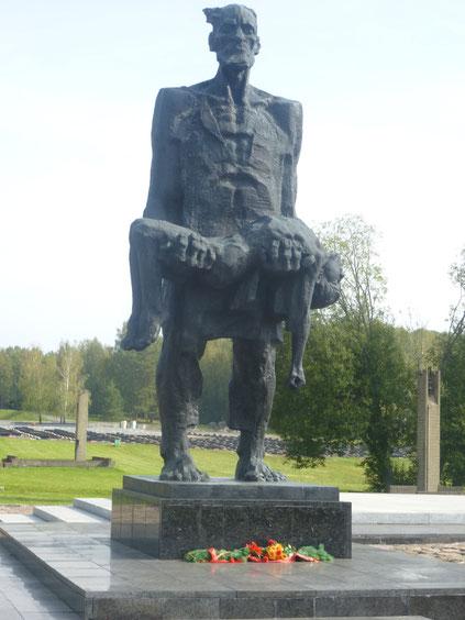 Am Wochenende fuhren wir zur Gedenkstätte nach Chatyn. Alle waren traurig und geschockt, was Deutschland im zweiten Weltkrieg dort angerichtet hat