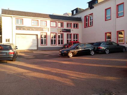Autohaus Klemm, Freiberg, Hof und Werkstatttor