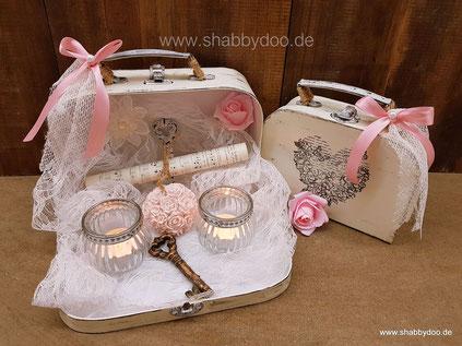 Shabby Deko Ideen kleine Koffer mit Spitze und Notenblatt