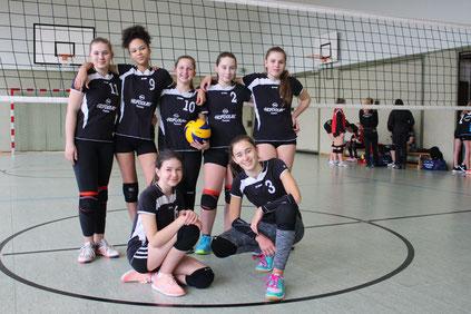 Ein Teil der U16w beim Spieltag in Saldenburg: Hinten (v.l.) Lea, Afrika, Helena, Sophie, Heni. Vorne (v.l.) Franzi, Luna