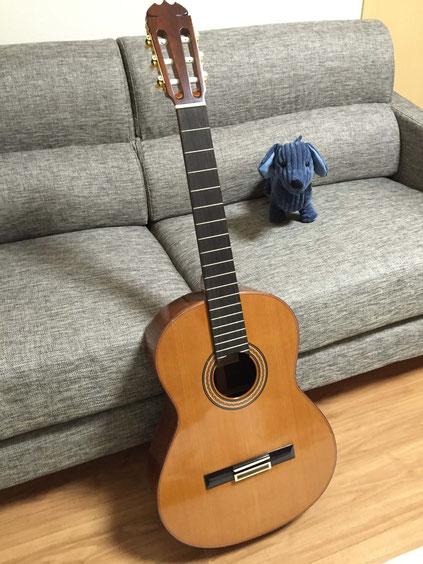 弦の交換(クラシックギターの弦の張り方) 1.クラシックギターの弦を外す