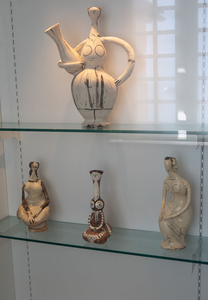 Bild: Keramiken von Picasso im Musée Picasso in Antibes