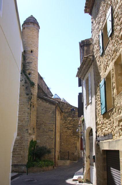 Bild: Alter Wehrturm an der Kirche Saint Denis