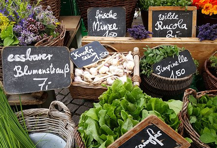 Viel leckere frische Kräuter findet man auf dem Wochenmarkt in Überlingen.