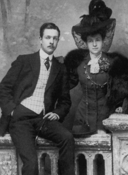 Martine de BEHAGUE, divorcée du Comte de BEARN et son neveu Hubert, Marquis de GANAY à qui elle léguera tous ses biens dont le magnifique Château de Fleury en Biere en Seine et Marne