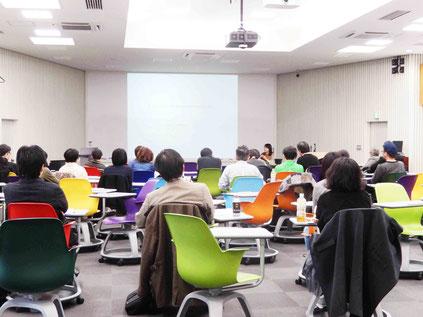 大学での研究会の様子