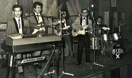 Rhythm X, nu met Ronny Domingus (tweede van rechts)