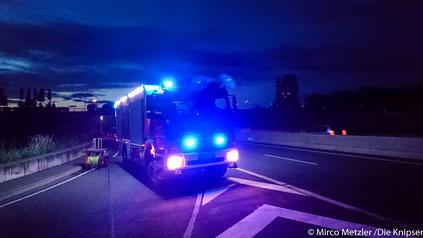 Nach stundenlanger Sperrung kann eine Frau aus Rheinland-Pfalz gerettet werden.