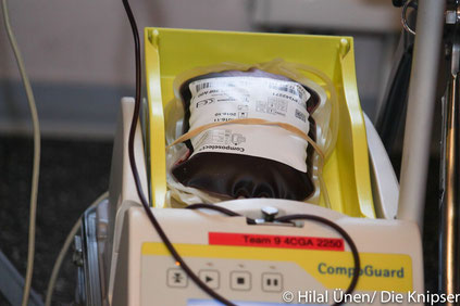 Pro Blutspender wurden 500 ml Blut abgenommen. Dazu wurden weitere 50 ml für Proben entnommen.