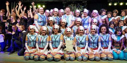 """Die erfolgreichen Tänzerinnen und Tänzer der Formation """"Upthrust"""". Foto: privat"""