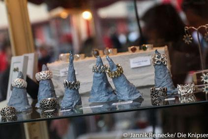 Beim Juwelier gab es schmucke Stücke, wie zum Beispiel diese Ringe zu bewundern.