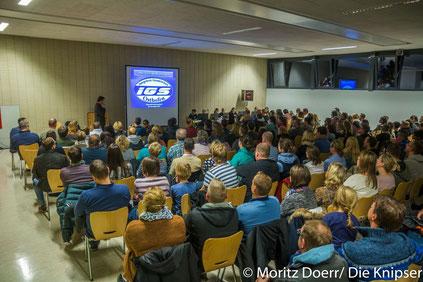 Der Schulleiter, Thomas Maar, informierte die interessierten Eltern über die IGS Osthofen.