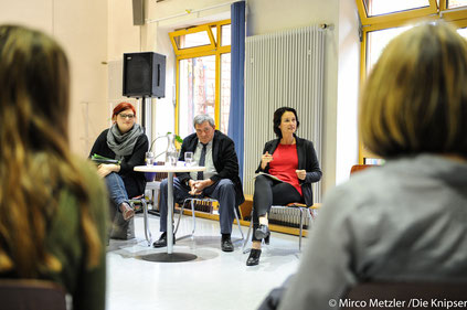 Im Bild ist Kathrin Anklam-Trapp von der SPD mit Pia Schellhammer von den Grünen sowie Heribert Friedmann von der AfD.