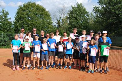 Jedes Kind bzw. Jugendlicher bekam einen Pokal bzw. eine Medaille und eine extra für dieses Turnier gestaltete Tenniscap sowie eine Urkunde. Foto: TV 1848 Gimbsheim