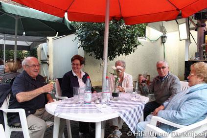 """Bei der """"Einkehr zum Winzer"""" war der Hof des Weinguts Knierim gut gefüllt."""
