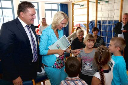 Marcus Held und Bundesfamilienministerin Manuela Schwesig bei einem Besuch einer KiTa im Wahlkreis. Foto: SPD