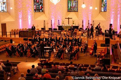 Die Dreifaltigkeitskirche war durch die Musik eines Orchesters gut gefüllt.