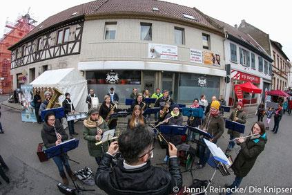 Das Wonnegauer Blasorchester übernahm den musikalischen Part am Verkaufsoffenen Sonntag 2017.