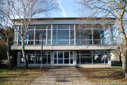 Die in den 60iger Jahren erbaute Aula der IGS Osthofen wird voraussichtlich noch in diesem Jahr generalsaniert. Archivfoto