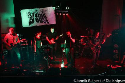 "Die Band ""Burning House"" rockte den Abend."