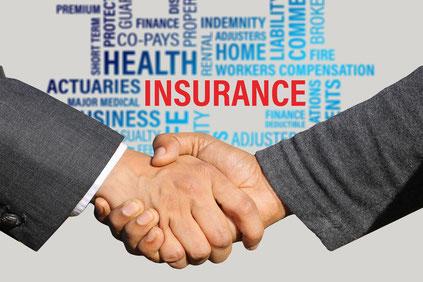 Versicherungsmakler - Insurance Handshake