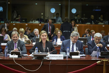 Federica Mogherini and Johannes Hahn at the 6th Eastern Partnership Ministerial Foreign Affairs Meeting (Source: EEAS via Flickr, CC-BY-NC 2.0)