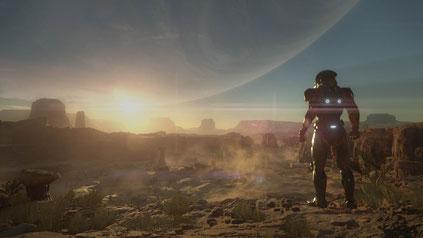 Ein Mensch steht auf einem Wüstenplaneten