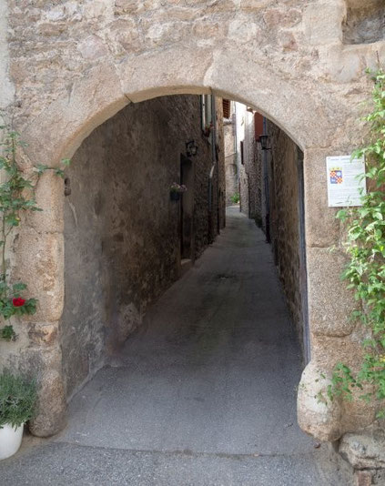 Visite guidée du village médiéval de Boulieu Toute l'année sur réservation pour les groupes.  Rendez-vous devant la Mairie de Boulieu.