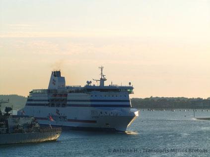 Cap Finistère arrivant à Portsmouth, alors qu'il venait d'être doté de scrubbers.