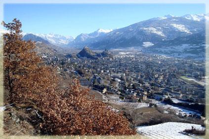 Quelle:http://www.camptocamp.org/ - Blick vom Mont d'Orge (786 m) auf Sitten. Im Hintergrund der Tourbillon u. re. der Valère