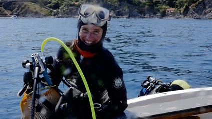 Aurélie Albaret sur le site d'Anse des Reguers 2, à Collioure