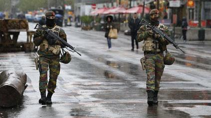 Belgische Soldaten auf der Straße